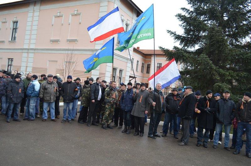 В центре Симферополя требуют отставки Куницына: активисты готовятся жечь покрышки (ФОТО), фото-5