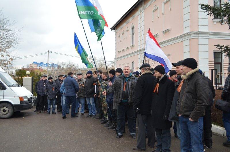 В центре Симферополя требуют отставки Куницына: активисты готовятся жечь покрышки (ФОТО), фото-1