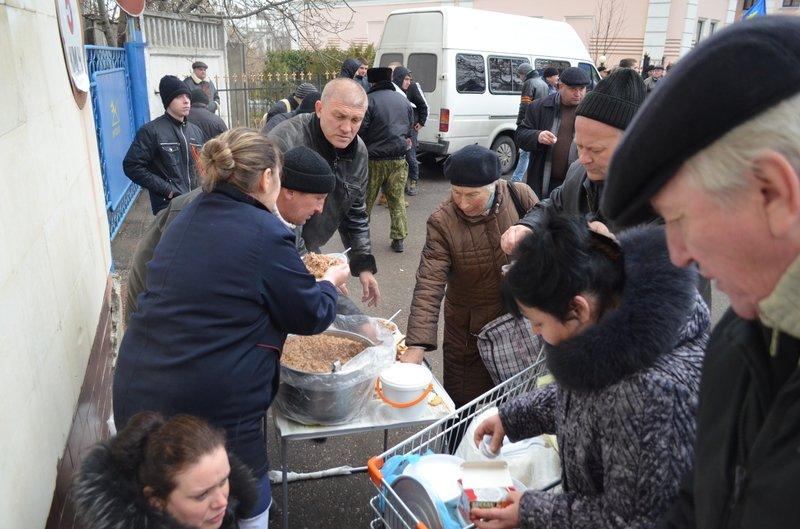В центре Симферополя требуют отставки Куницына: активисты готовятся жечь покрышки (ФОТО), фото-4