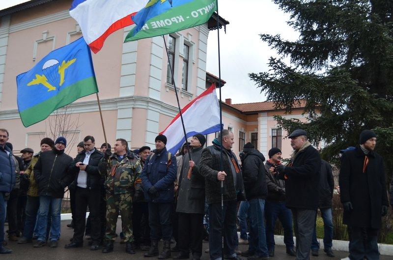 В центре Симферополя требуют отставки Куницына: активисты готовятся жечь покрышки (ФОТО), фото-2