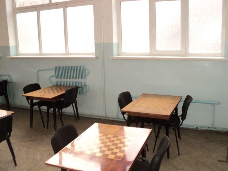В Мариуполе зловонный туалет распугал шахматистов (ФОТО), фото-8