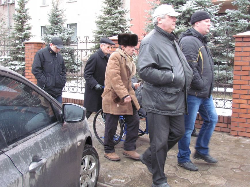 Почему педофил на свободе? В Мариуполе пикетировали Приморский суд (ФОТО), фото-4