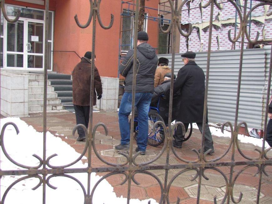 Почему педофил на свободе? В Мариуполе пикетировали Приморский суд (ФОТО), фото-6
