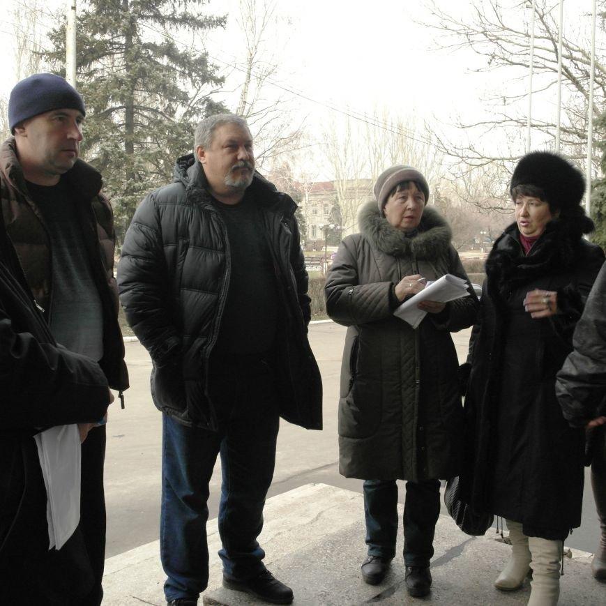 Первое заседание Народной рады провели на ступеньках Красноармейского исполкома, фото-9