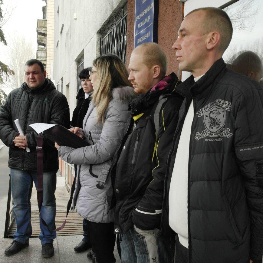 Первое заседание Народной рады провели на ступеньках Красноармейского исполкома, фото-10