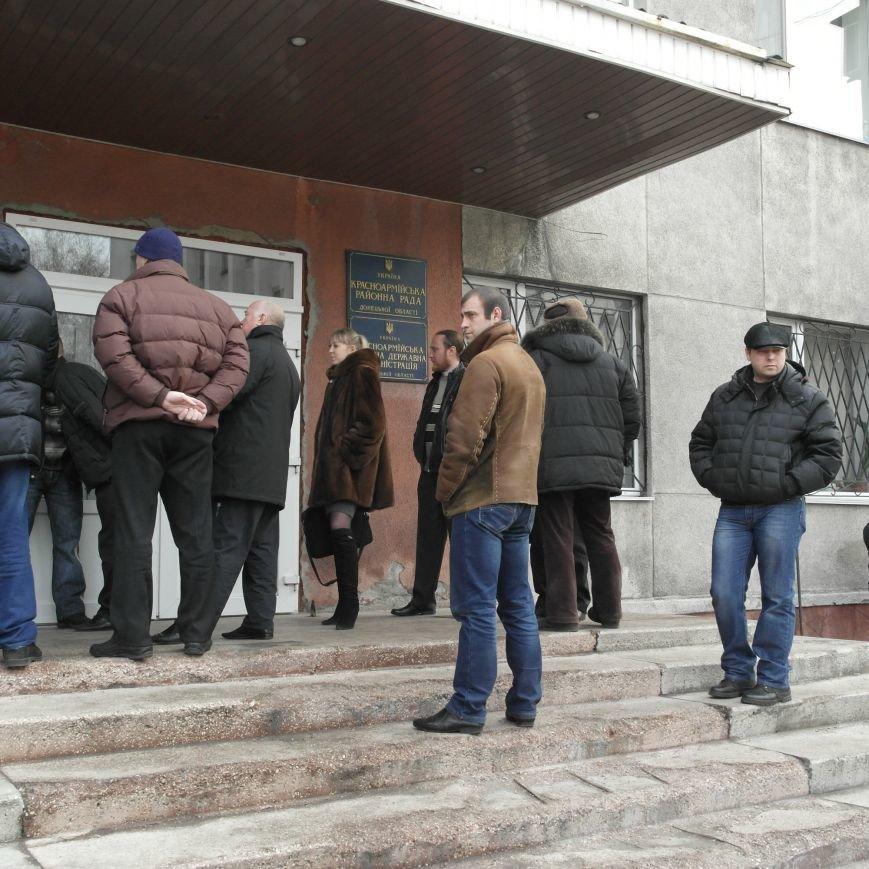 Первое заседание Народной рады провели на ступеньках Красноармейского исполкома, фото-8