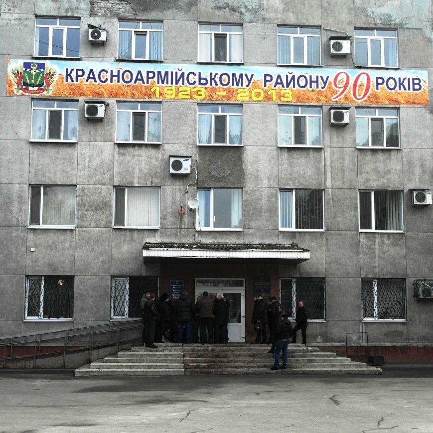 Первое заседание Народной рады провели на ступеньках Красноармейского исполкома, фото-6