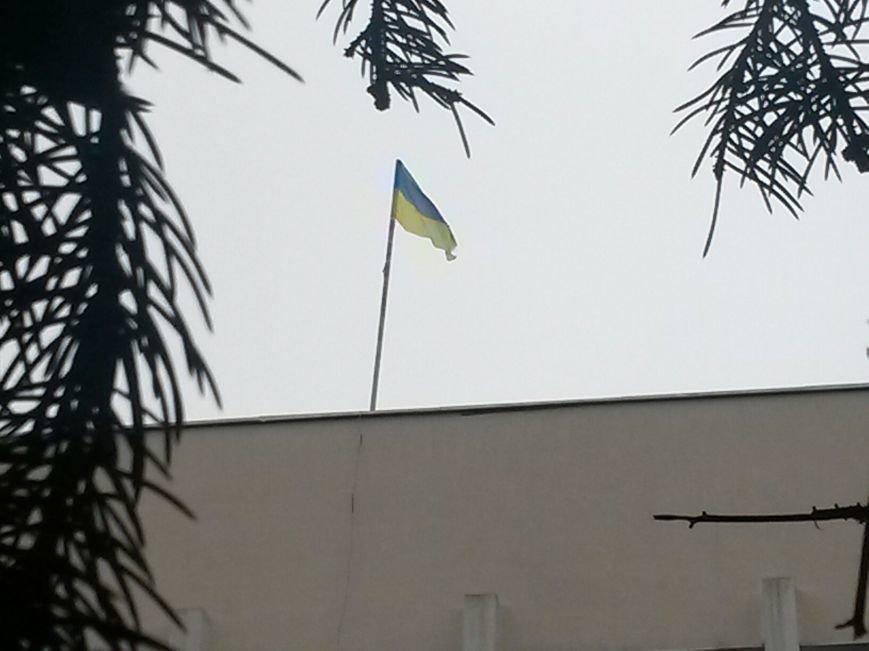 Коммунисты закрыли митинг возле Глеба Жеглова. В Мариуполе люди двинулись к мэрии и подняли над ней флаг России (Обновляется,ФОТО, Видео), фото-3