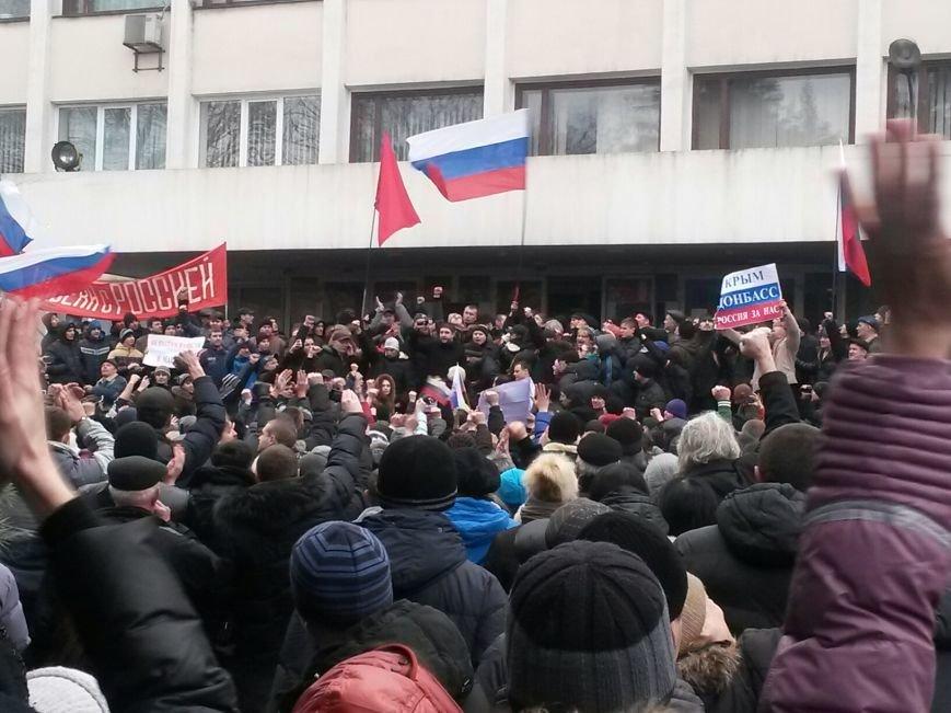 Коммунисты закрыли митинг возле Глеба Жеглова. В Мариуполе люди двинулись к мэрии и подняли над ней флаг России (Обновляется,ФОТО, Видео), фото-4