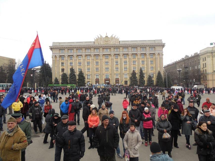 «Россия - SOS» или всего два украинских флага на многотысячную толпу: что происходит на площади Свободы (фото), фото-40