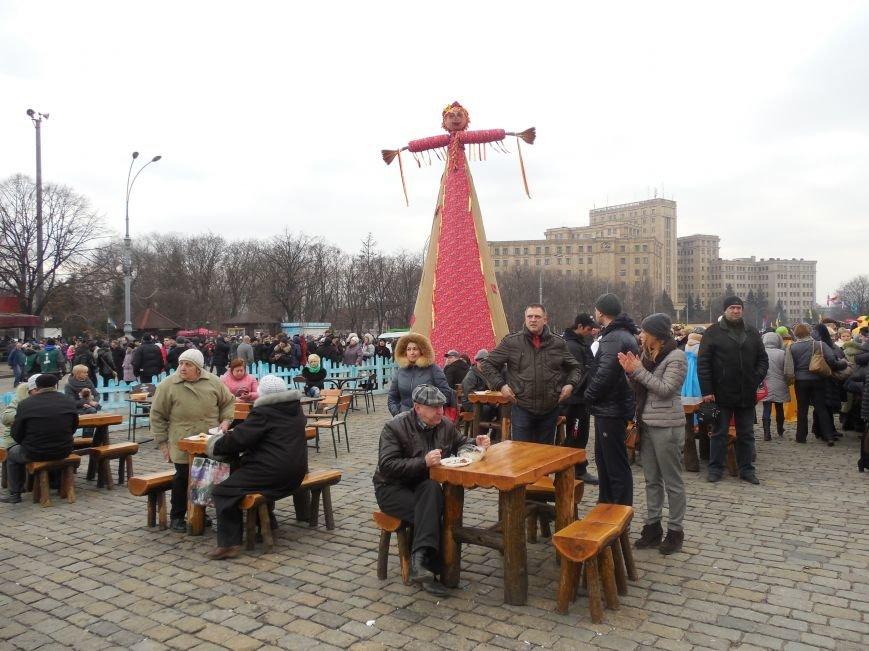 «Россия - SOS» или всего два украинских флага на многотысячную толпу: что происходит на площади Свободы (фото), фото-51