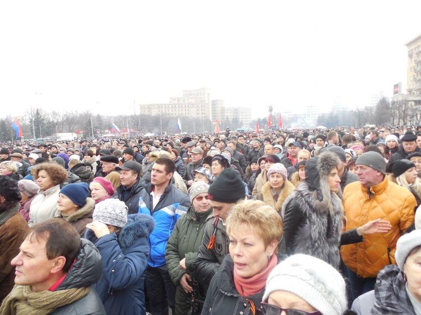 «Россия - SOS» или всего два украинских флага на многотысячную толпу: что происходит на площади Свободы (фото), фото-2