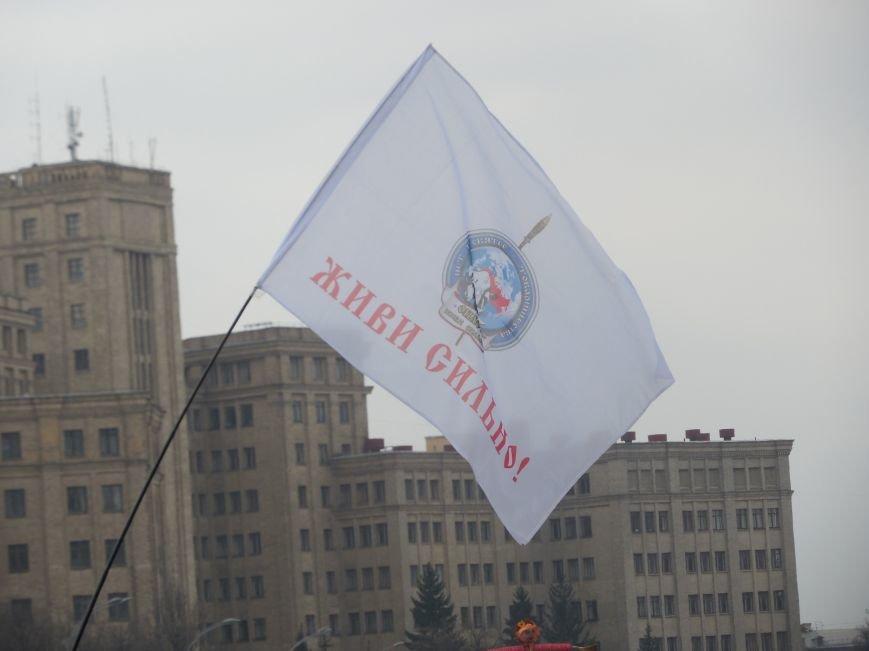 «Россия - SOS» или всего два украинских флага на многотысячную толпу: что происходит на площади Свободы (фото), фото-35