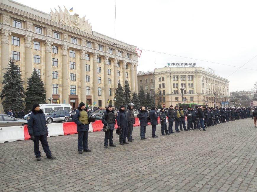 «Россия - SOS» или всего два украинских флага на многотысячную толпу: что происходит на площади Свободы (фото), фото-1