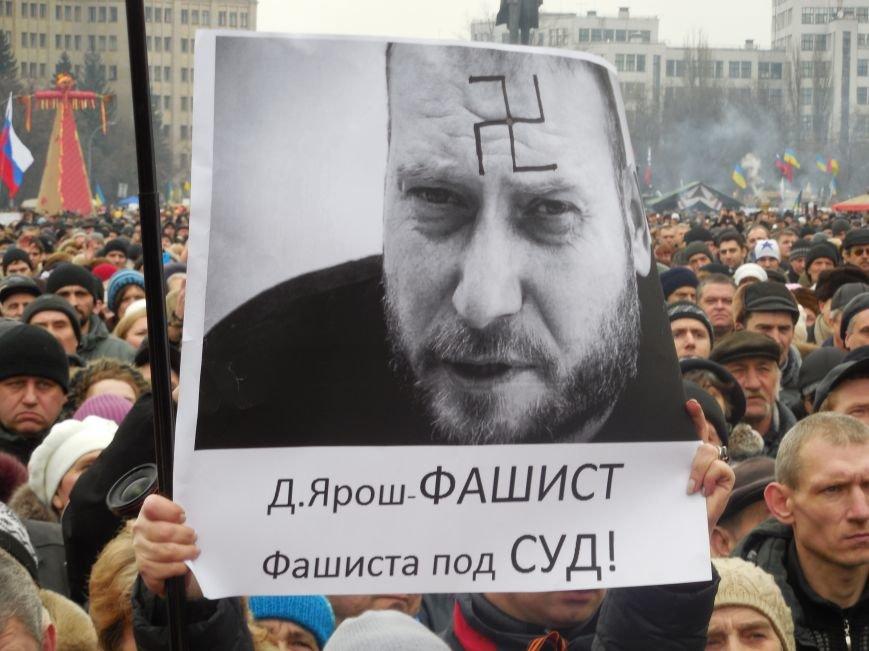 «Россия - SOS» или всего два украинских флага на многотысячную толпу: что происходит на площади Свободы (фото), фото-38