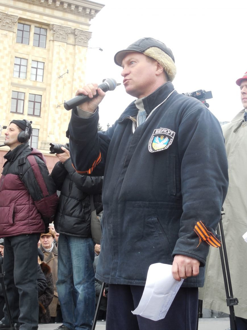 «Россия - SOS» или всего два украинских флага на многотысячную толпу: что происходит на площади Свободы (фото), фото-24