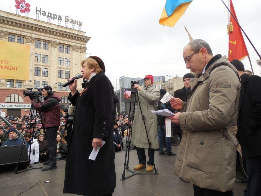 «Россия - SOS» или всего два украинских флага на многотысячную толпу: что происходит на площади Свободы (фото), фото-36