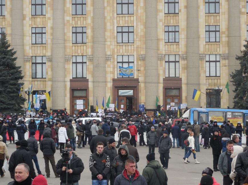 «Россия - SOS» или всего два украинских флага на многотысячную толпу: что происходит на площади Свободы (фото), фото-41