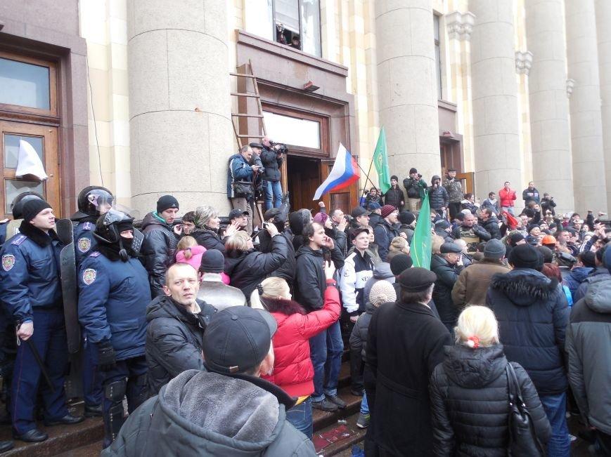 Захватчики ХОГА в крови. Толпа митингующих устроила самосуд над харьковскими евромайдановцами (ФОТО), фото-12