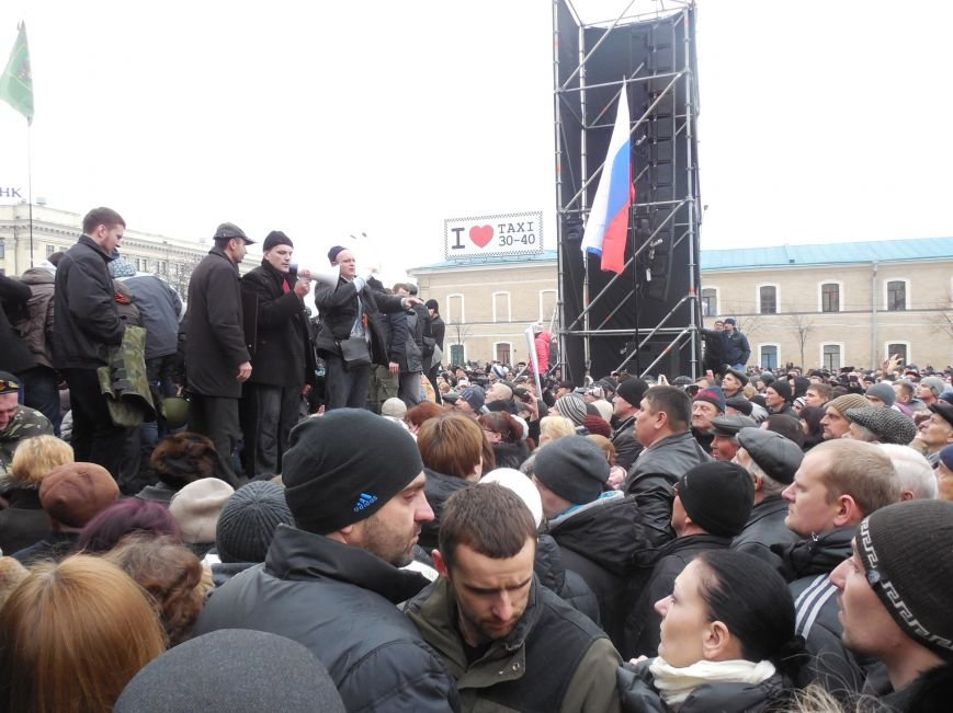 Захватчики ХОГА в крови. Толпа митингующих устроила самосуд над харьковскими евромайдановцами (ФОТО), фото-21