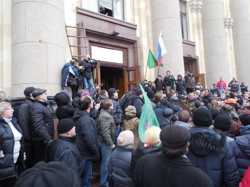 Захватчики ХОГА в крови. Толпа митингующих устроила самосуд над харьковскими евромайдановцами (ФОТО), фото-13