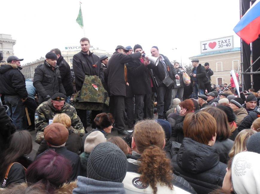 Захватчики ХОГА в крови. Толпа митингующих устроила самосуд над харьковскими евромайдановцами (ФОТО), фото-22