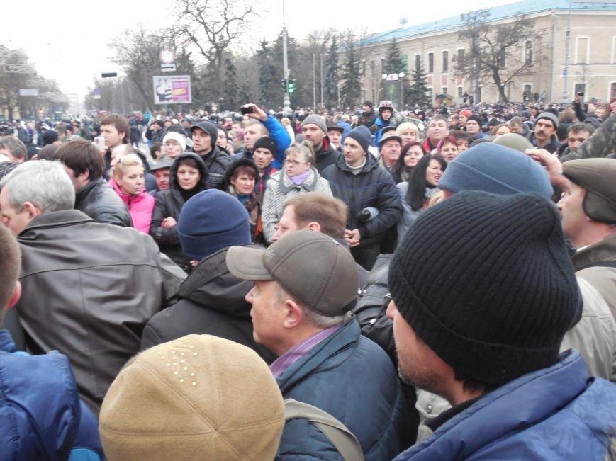 Захватчики ХОГА в крови. Толпа митингующих устроила самосуд над харьковскими евромайдановцами (ФОТО), фото-17