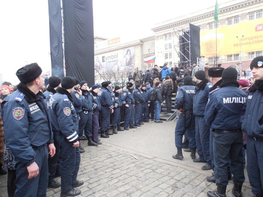 Захватчики ХОГА в крови. Толпа митингующих устроила самосуд над харьковскими евромайдановцами (ФОТО), фото-31