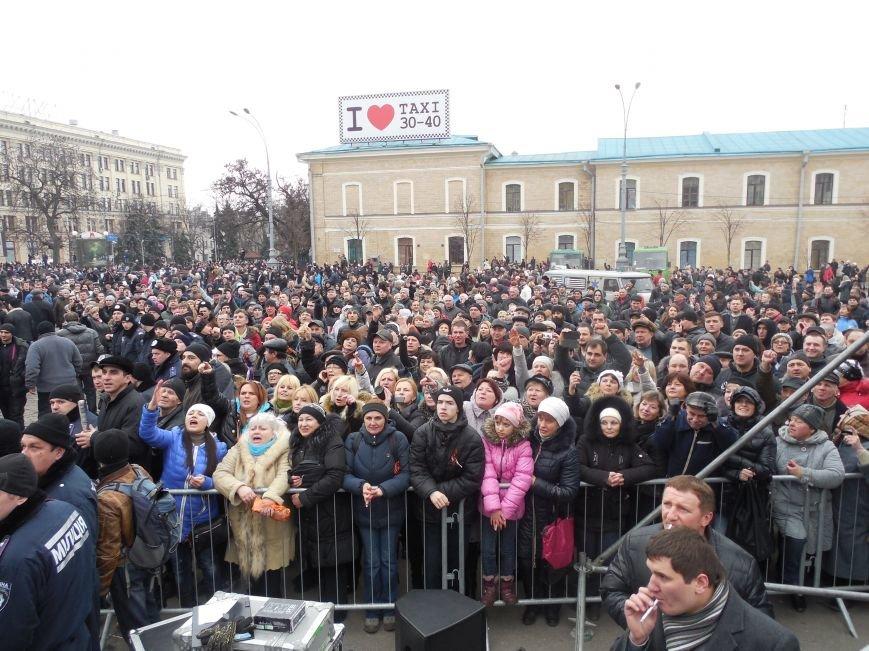 Захватчики ХОГА в крови. Толпа митингующих устроила самосуд над харьковскими евромайдановцами (ФОТО), фото-26
