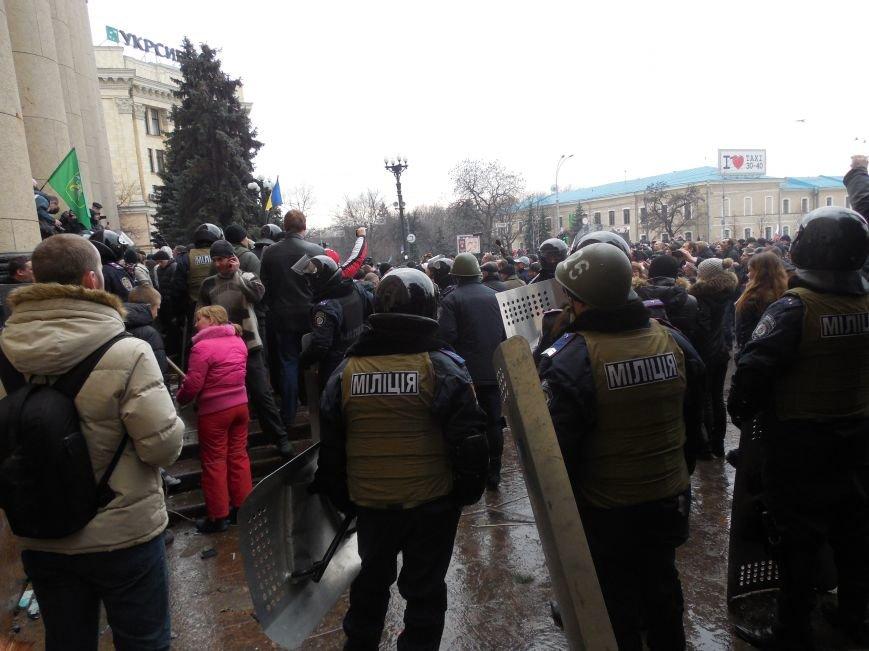 Захватчики ХОГА в крови. Толпа митингующих устроила самосуд над харьковскими евромайдановцами (ФОТО), фото-10