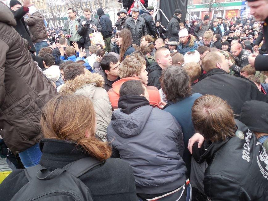 Захватчики ХОГА в крови. Толпа митингующих устроила самосуд над харьковскими евромайдановцами (ФОТО), фото-30