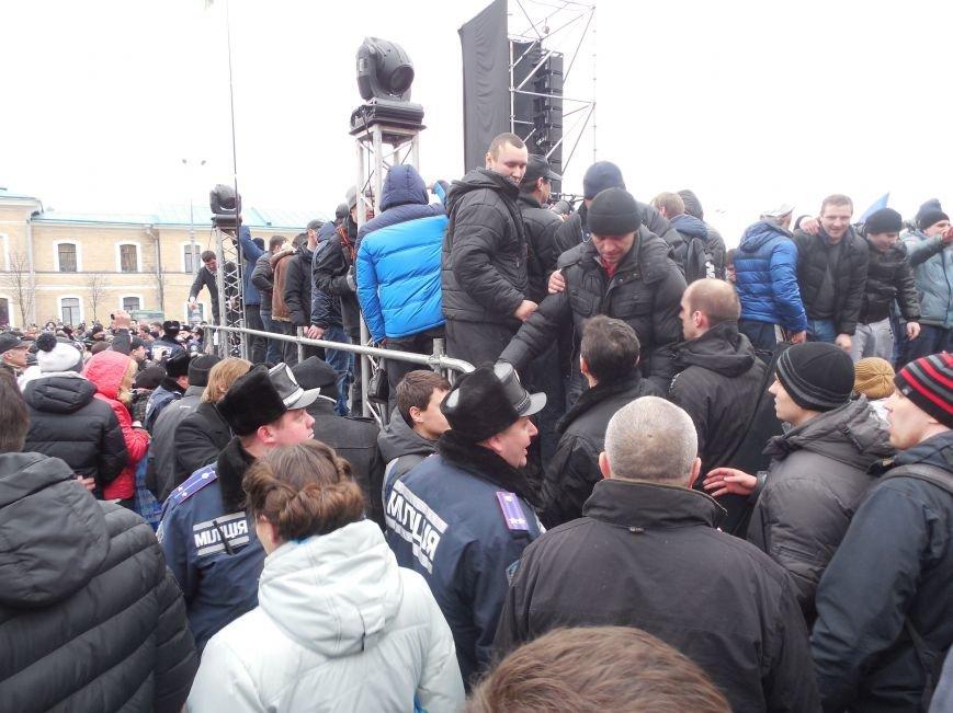 Захватчики ХОГА в крови. Толпа митингующих устроила самосуд над харьковскими евромайдановцами (ФОТО), фото-19