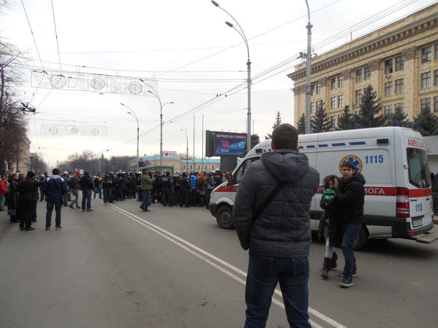 Захватчики ХОГА в крови. Толпа митингующих устроила самосуд над харьковскими евромайдановцами (ФОТО), фото-3