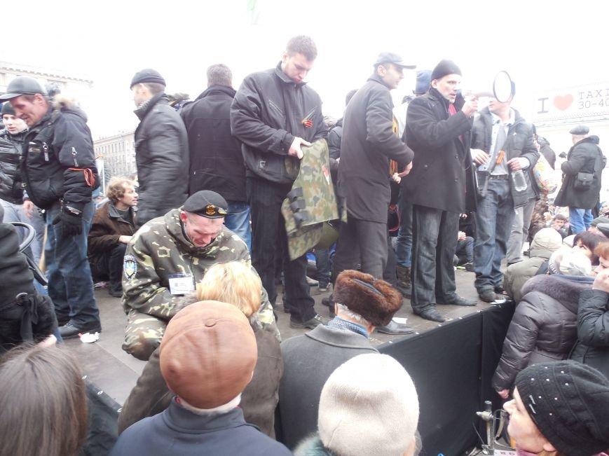 Захватчики ХОГА в крови. Толпа митингующих устроила самосуд над харьковскими евромайдановцами (ФОТО), фото-23