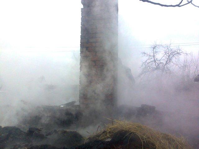 В Ємільчинському районі сусіди врятували палаючий будинок, фото-1