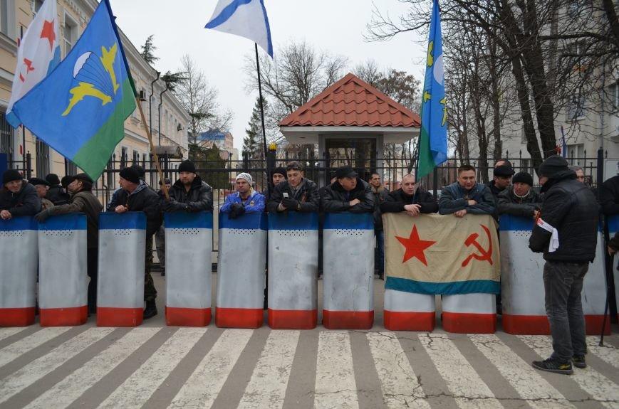 Вход в Крымский главк МВД заблокировали (ФОТО), фото-1