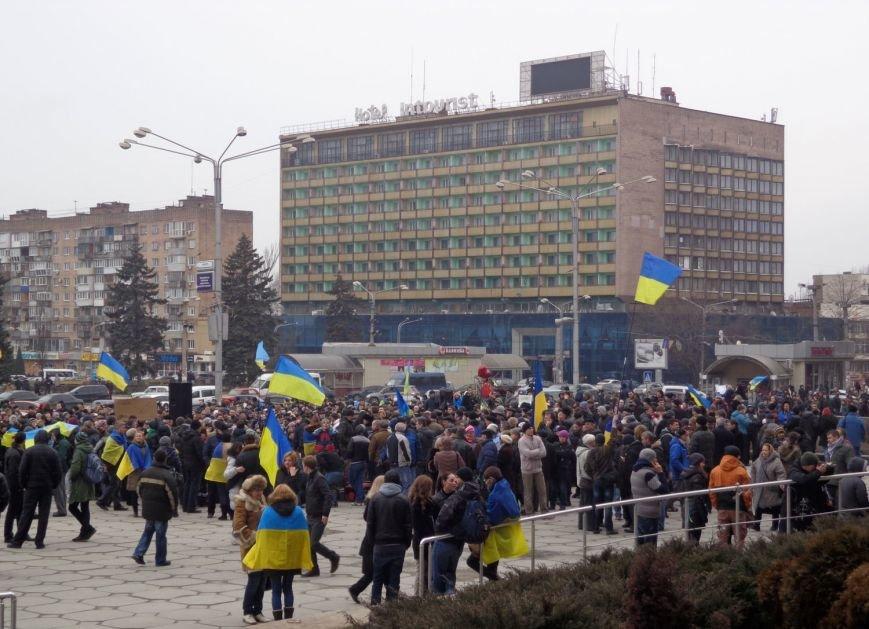 В Запорожье прошел митинг против вмешательства России (ФОТО, ОБНОВЛЕНО) (фото) - фото 3