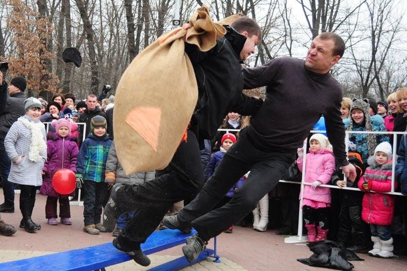 Масленица-2014: скоморохи, фаерщики и бой подушками, фото-12