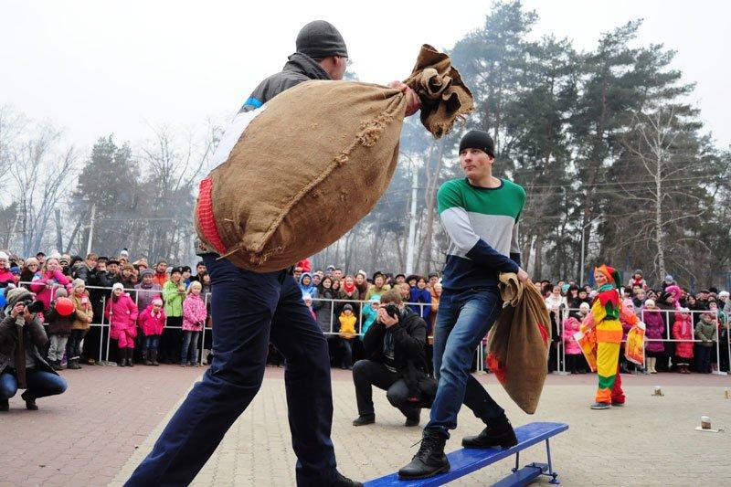 Масленица-2014: скоморохи, фаерщики и бой подушками, фото-11