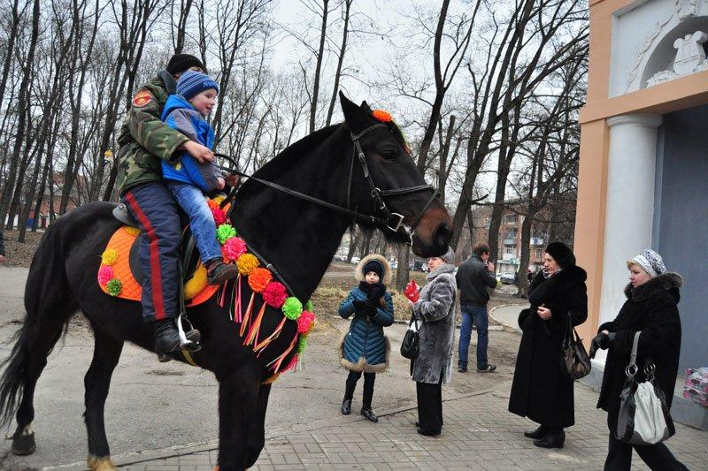 Масленица-2014: скоморохи, фаерщики и бой подушками, фото-1