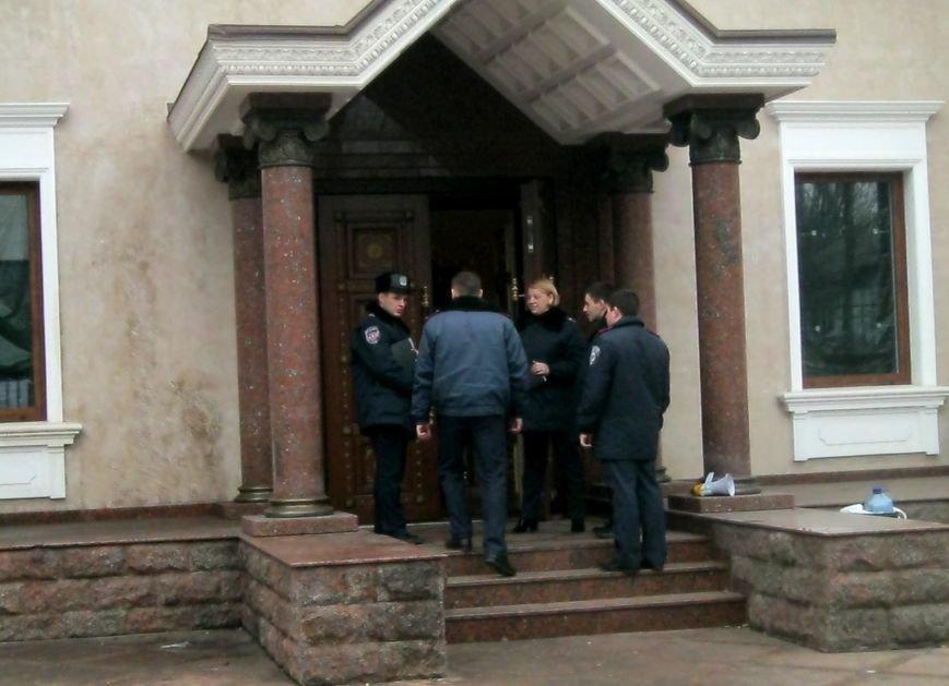 В Запорожье милиция взяла под контроль «Золотой офис» Анисимова (ФОТО), фото-3