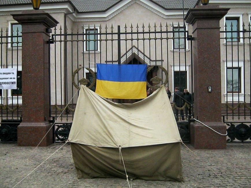 В Запорожье милиция взяла под контроль «Золотой офис» Анисимова (ФОТО), фото-1