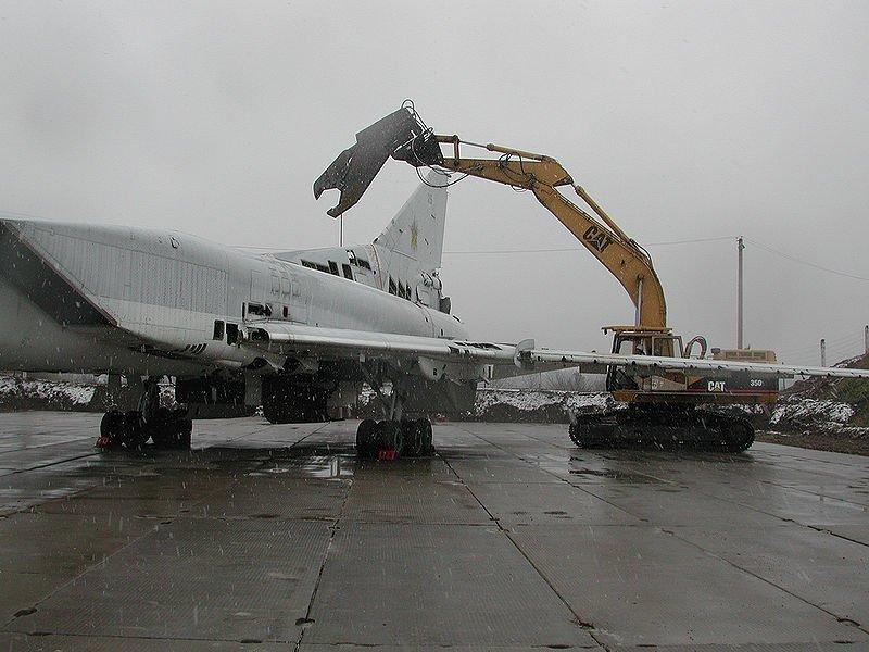 На фото Уничтожение TУ-22.