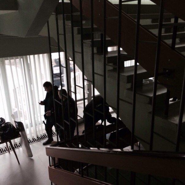 В Мариуполе распустили работников городской администрации и усилили охрану (ФОТО), фото-2