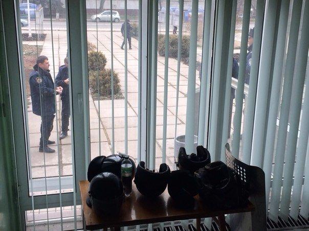 В Мариуполе распустили работников городской администрации и усилили охрану (ФОТО), фото-3