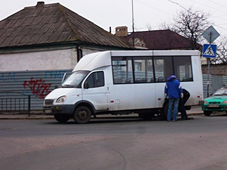 В Мариуполе маршрутка на ходу потеряла колесо (Фотофакт), фото-3