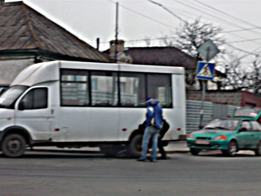 В Мариуполе маршрутка на ходу потеряла колесо (Фотофакт), фото-1