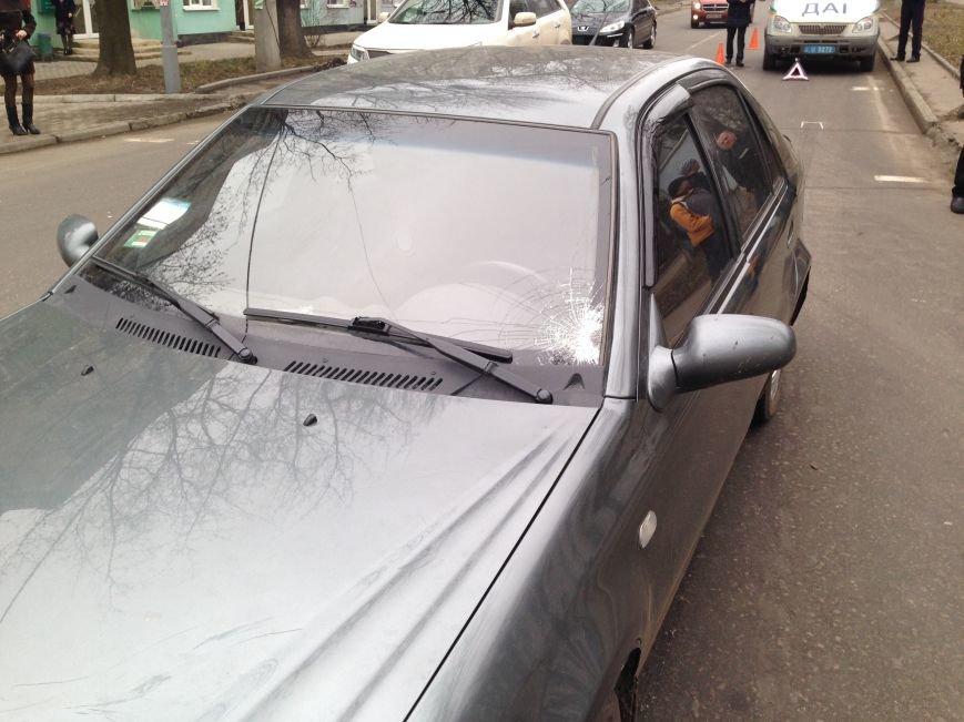 В центре Донецка водитель «Джили» проехал на перекрестке на красный свет светофора и сбил женщину (ФОТО), фото-1