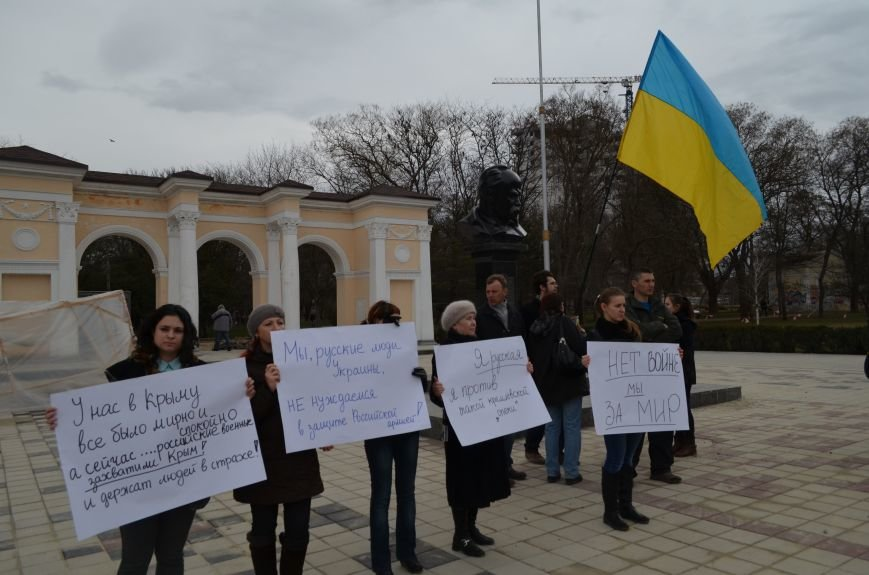 В Симферополе женщины митингуют за мир и против Путина (ФОТО, ВИДЕО, обновлено), фото-2