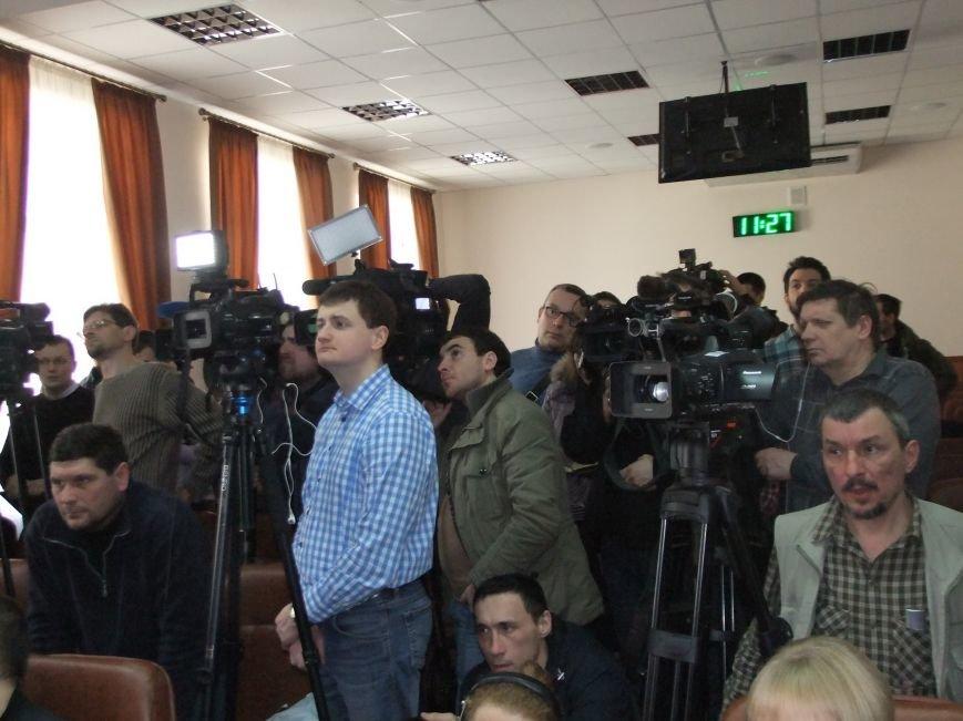 Соратники «губернатора» Губарева знатно покуражились в Донецкой ОГА - «разгромили комнату ветеранов,   разбили аквариум» (ФОТО, ВИДЕО), фото-1